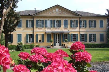 Villa Buttafava - Appartamento - Cassano Magnago - 住宿加早餐