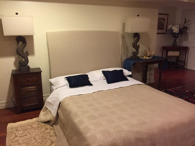 Large bedroom near Boston College and Longwood - Brookline - Rumah
