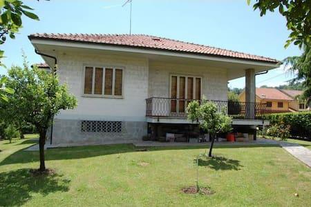 Meravigliosa Villa con Parco - Rocca Canavese - Bed & Breakfast