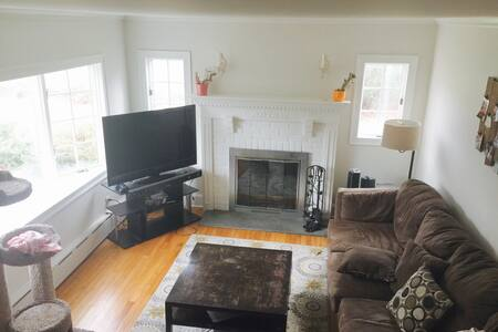 Bright, Cozy Home, Close to Fire Island & Dining - Brightwaters - Hus