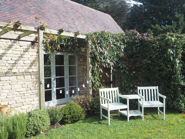 Beautiful Self Contained 1 Bed Annexe Cirencester