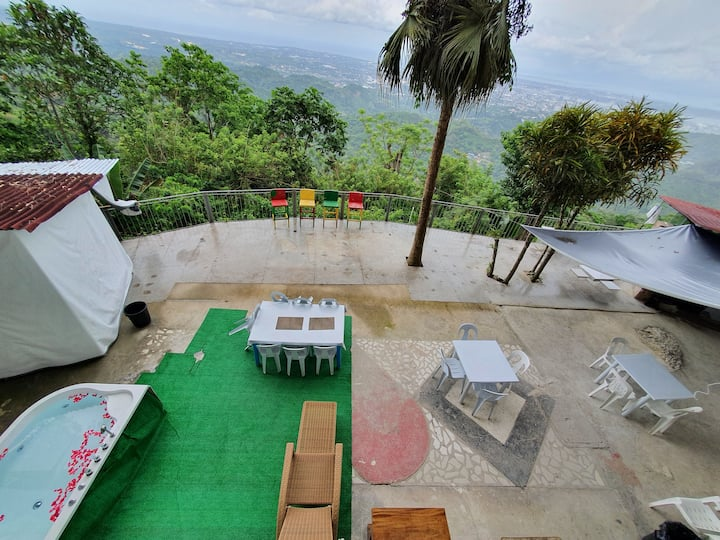 Prvate city view deck, 2 aircon rooms, 11 beds tub