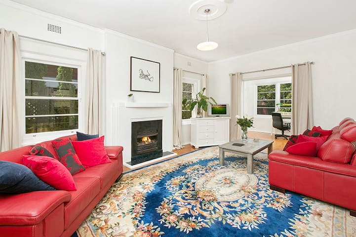 Spacious Art Deco Mosman apartment - Mosman