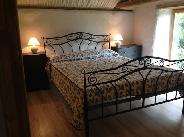 The Secret Garden-France B&B - Double Room - 1st Floor - Courdemanche - Hus