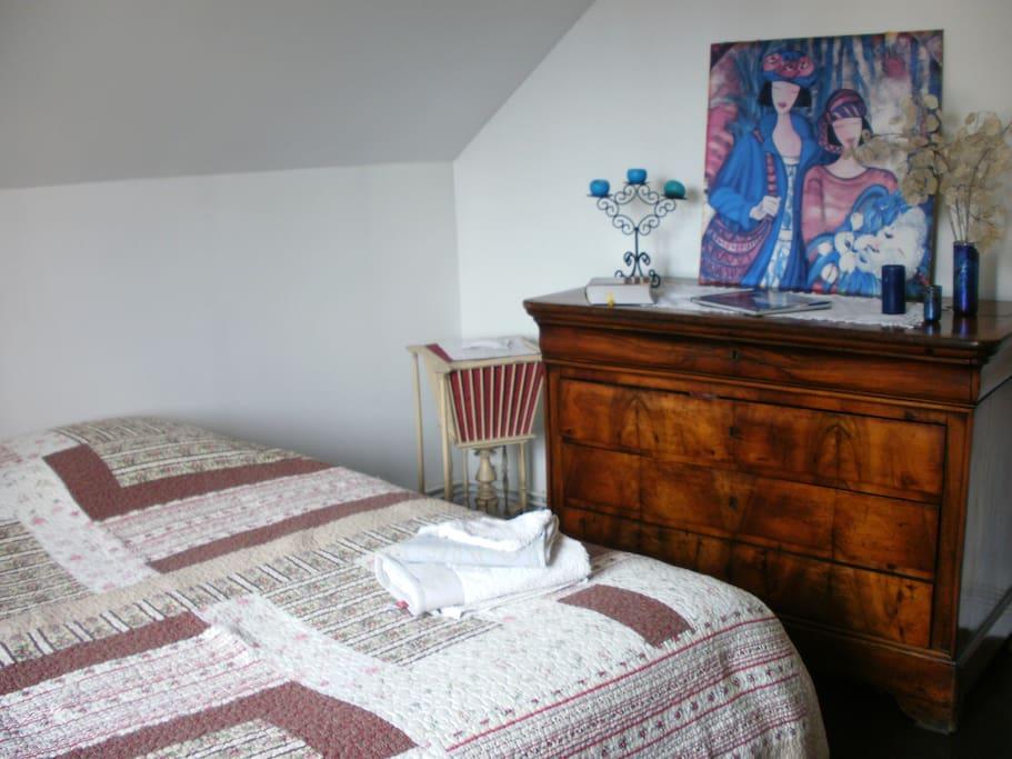 Chambre lit 140cm, ensoleillée