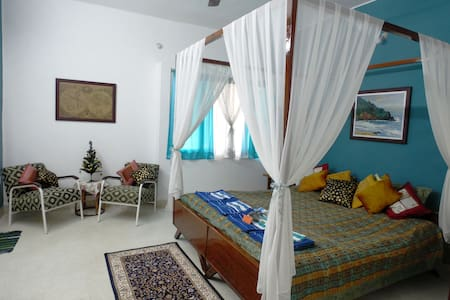El Marinero - bright and airy room with AC