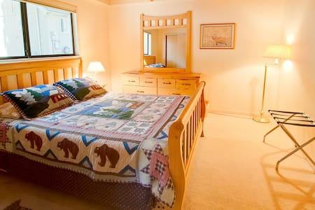 Room type: Entire home/apt Property type: Cabin Accommodates: 9 Bedrooms: 3 Bathrooms: 2