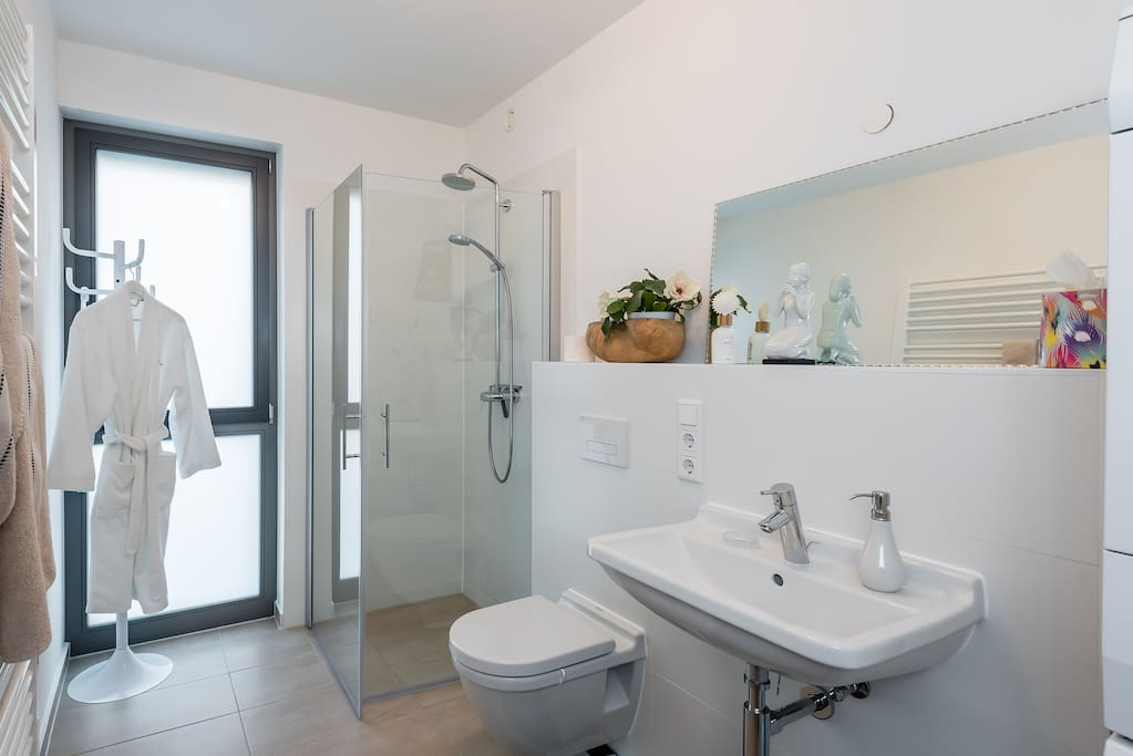 Dein Badezimmer / Your Bathroom
