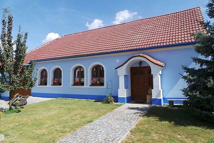 Slovácký vinný sklep - Vnorovy