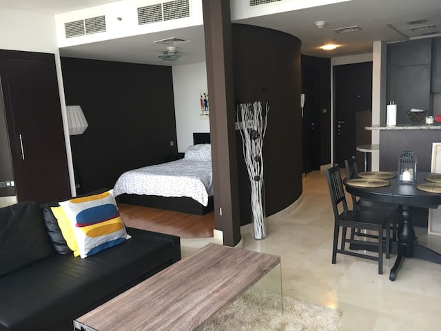 Huge Studio 5 minutes Dubai Mall - Dubai - Apartment