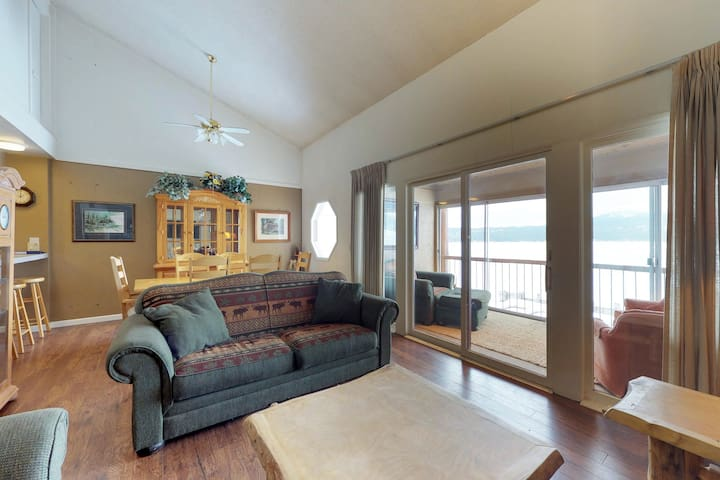 Lakefront condo w/ enclosed balcony, lovely views & shared seasonal pool/beach!