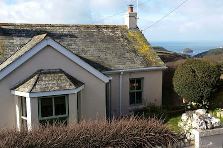 3 Bed Cottage - Amazing Sea Views! - Trewarmett