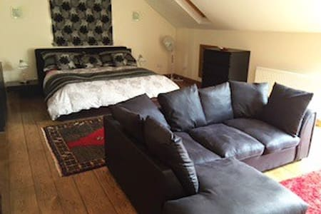 Contempory, spacious,quality loft - Hessle - Hus