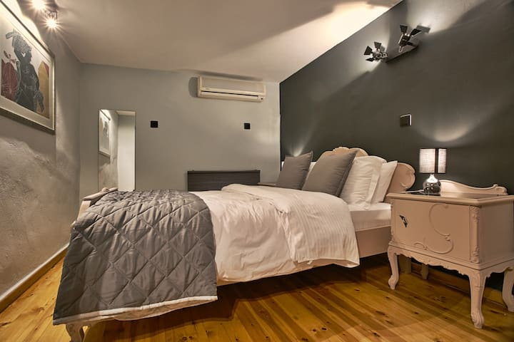 GPC Luxury Apartment 1 ATH with Garden