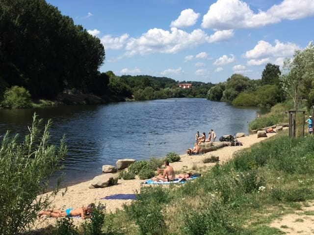 Altbauwohnung direkt am Fluss mit Badestrand