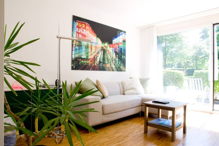 Bright & cozy apartment, downtown
