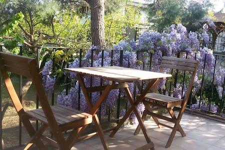 10 min to metro Lovely Garden Flat, Istanbul Oasis