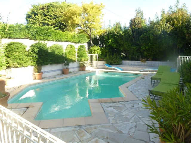 Villa, pool, parking, terrace, 150 m from harbor - Cassis - Bed & Breakfast