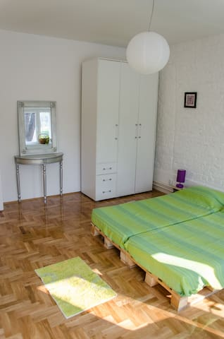 Bright and cozy room-center+parking - Beograd - Huoneisto