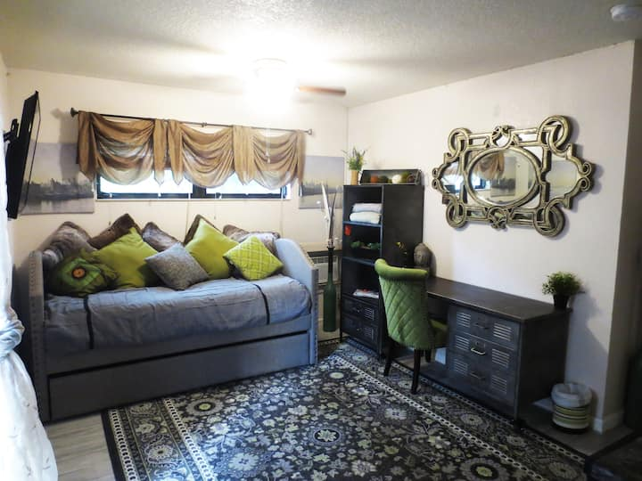 Pompano Beach private efficiency suite