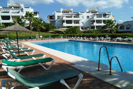 Prices reduced - Room in Townhouse close to Beach - Estepona - Hus