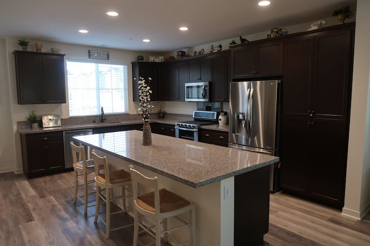 Modern,Townhouse Close to Claremont Colleges - Pomona