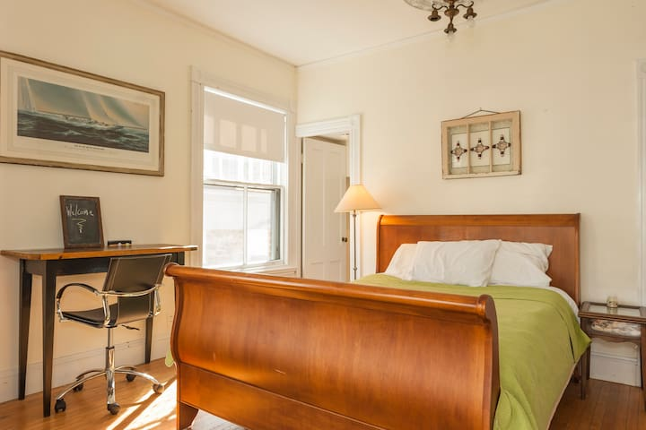Old Town Coastal Orange Home - Marblehead - Apartment