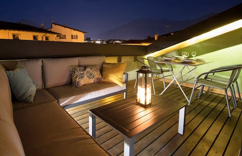 Rooftop Suite                     022153-AT-070054