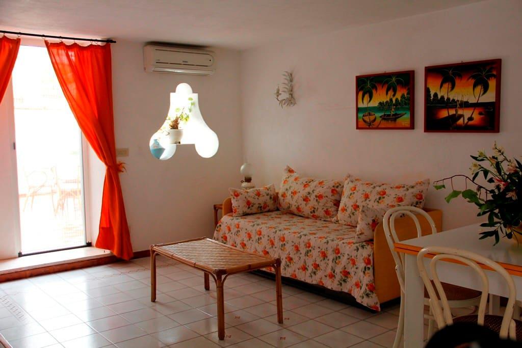 Comodo appartamento su due livelli appartamenti in for Appartamenti a 2 livelli