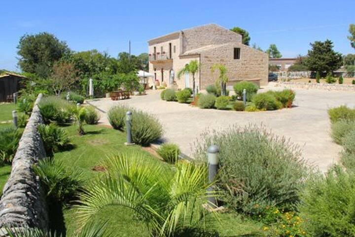 Le Cinque Vie Turismo Rurale - Ragusa - Bed & Breakfast