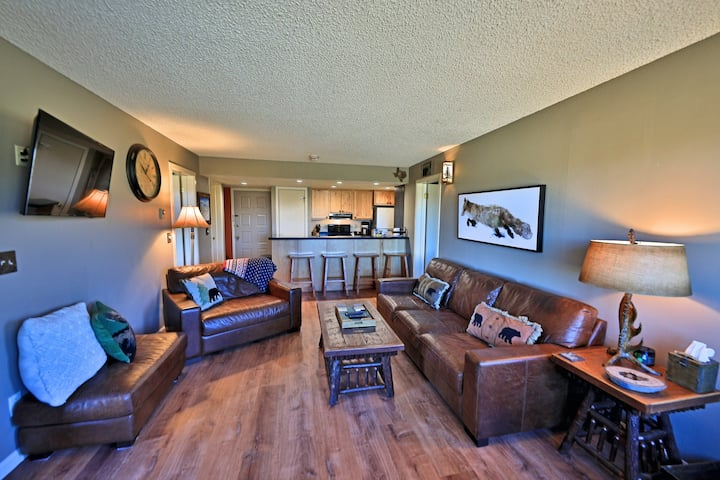 Ski-In/Ski-Out Condo w/ Fireplace, Patio, WiFi & Continental Divide/Golf Views!