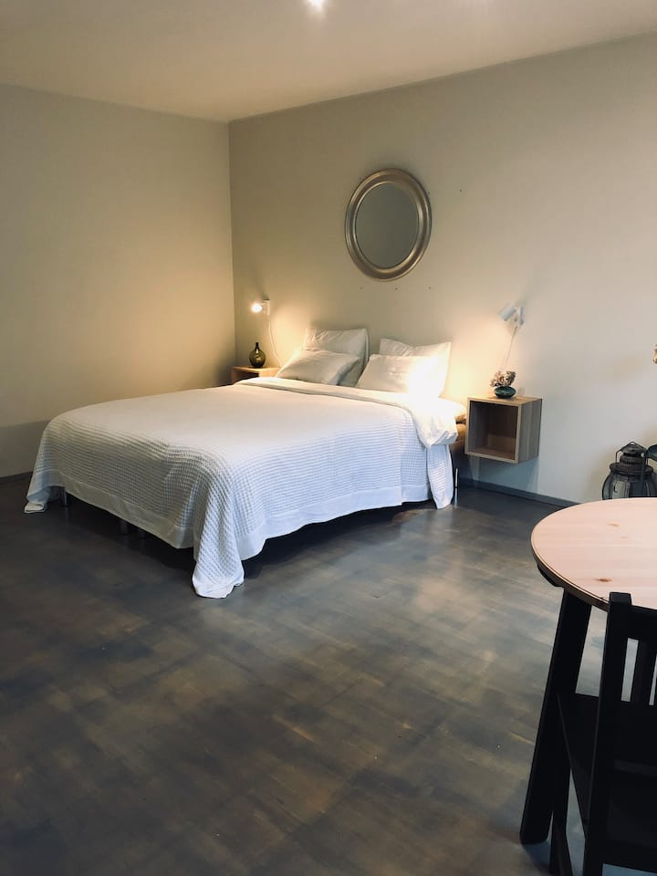 Close to city center - WIFI - Long stay discount!