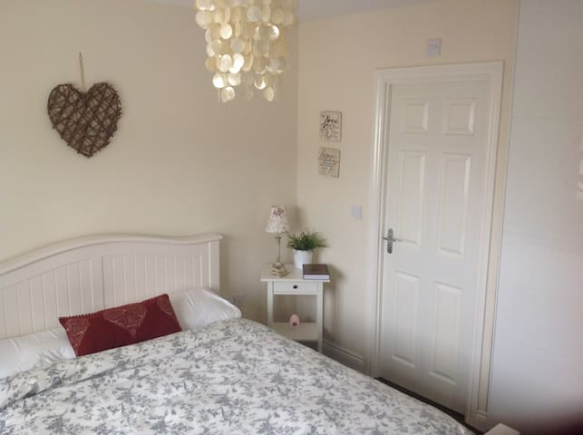 Serene Private Bedroom with en-suite female only
