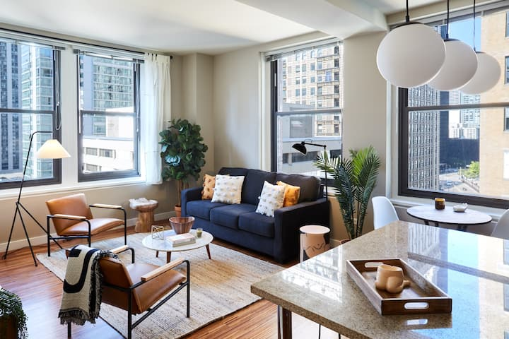 Luxury Corner 2 Bedroom in the Heart of the Loop