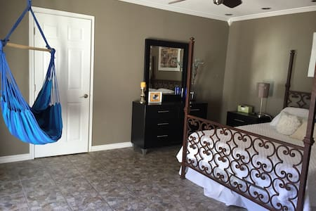 Master suite  w/ private entrance