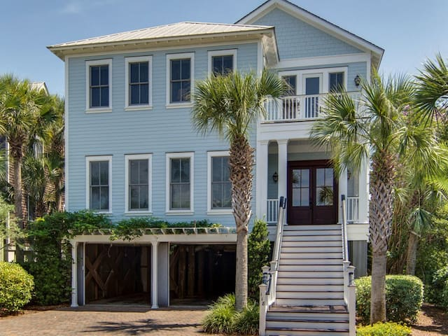 118 Charleston Blvd - Private Pool, Easy Beach Access, Gourmet Kitchen!