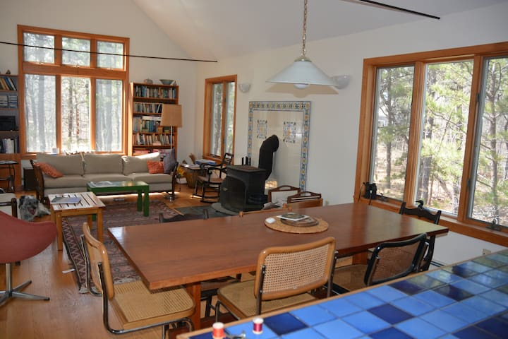 Quiet Wellfleet home, Dogs Welcome