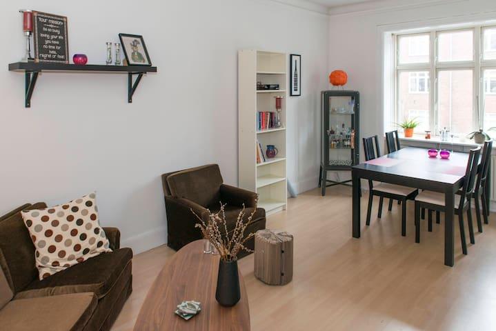Cozy Apt close to Carlsberg Gardens & Meatpacking - København - Apartment