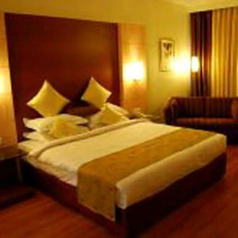 Deluxe Room with Breakfast near Cunningham Road