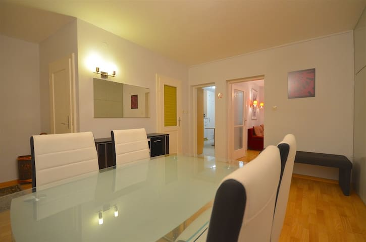 Spacious 2 bedroom appt Zell-am-See - Apartments for Rent in Zell am ...