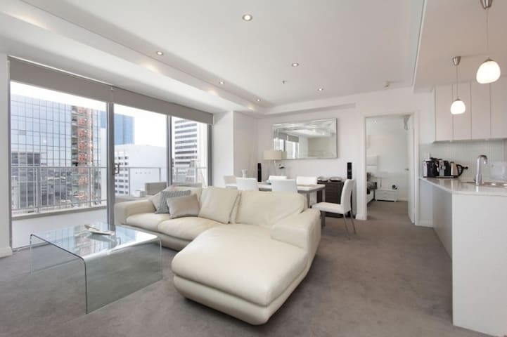 Noor Residence, 2BR Luxury Penthouse in Perth CBD