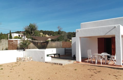 Lägenhet nära stad och strand, trädgård med grill