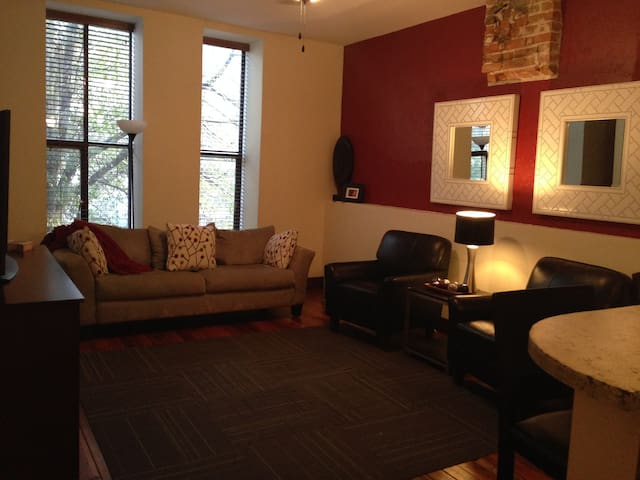Downtown 2 Bedroom  Loft Apartment - Paducah - Apartment