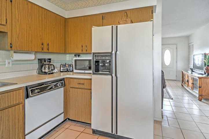 The chef of the group will love the kitchen, which is complete with all the necessary cooking appliances to prepare your favorite recipes.