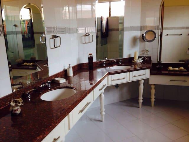 Bella casa dentro del Eje Cafetero