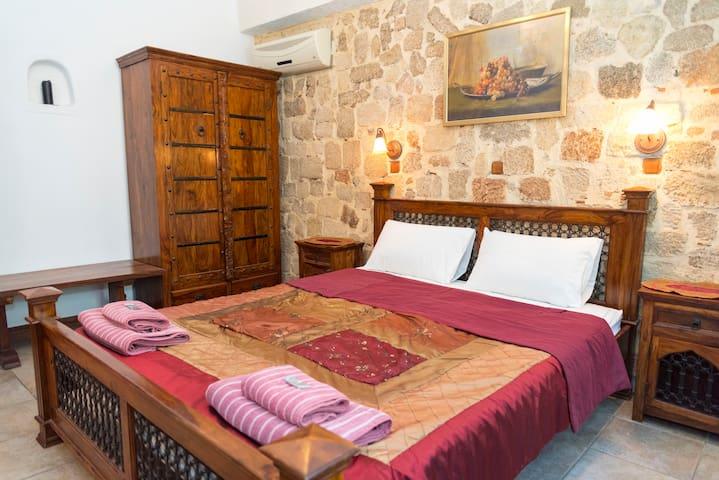 Spot Hotel - First Floor Room 5