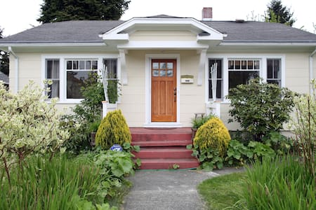 LIGHT-FILLED 2BD BUNGALOW IN TACOMA - Tacoma