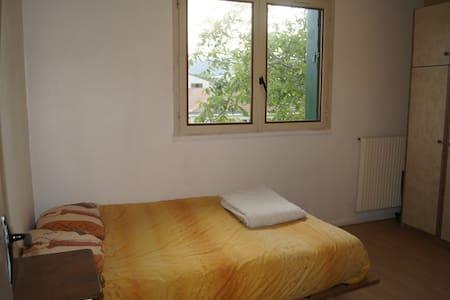 Chambre calme dans une maison à Aubière - Aubière - Dům
