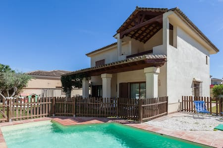 Beautiful villa in Jerez. WI-FI. - Urbanización La Cartuja. Jerez de la Frontera.