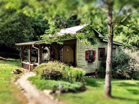 Zen Mountain Escape: Rivers, Wineries & Solitude